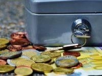 Manfaat Menabung di Bank - Koper Uang