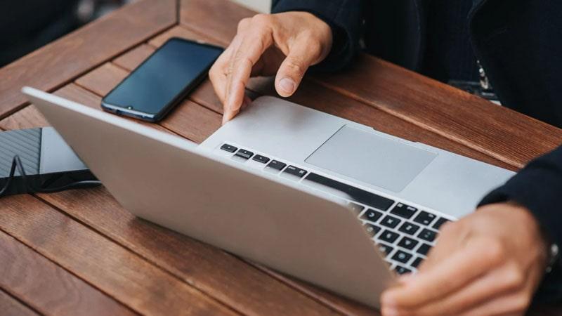 Cara Membuka Rekening BRI Britama - Laptop