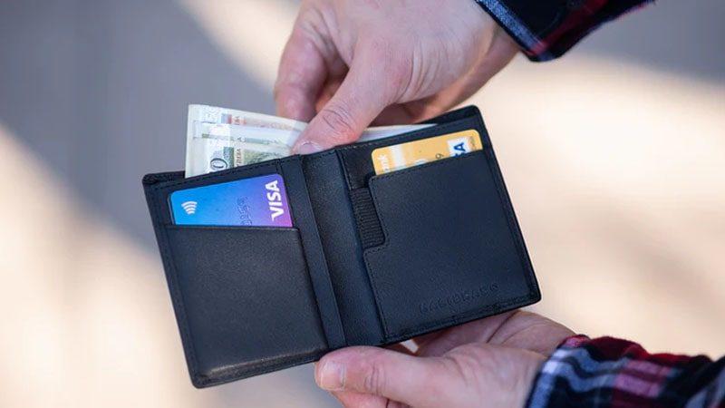 Perbedaan Kartu Debit dan Kredit - Dompet Kartu